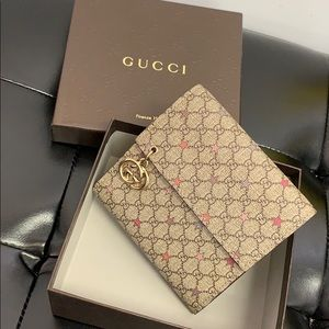 92c7a9c2c61f Women's Gucci Wallet Box on Poshmark